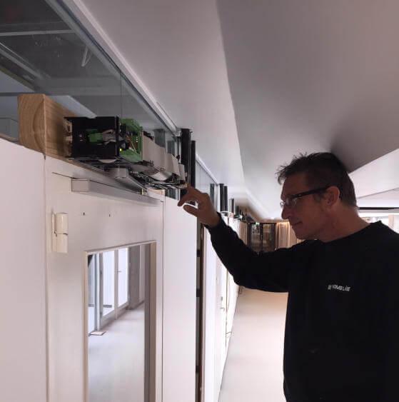Installation af dørautomatik udført af låsesmed fra Thoms Låse og Sikringscenter